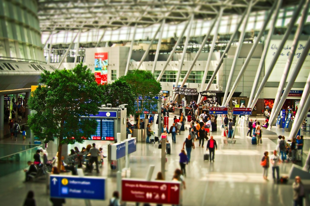 airport-1515448_1920