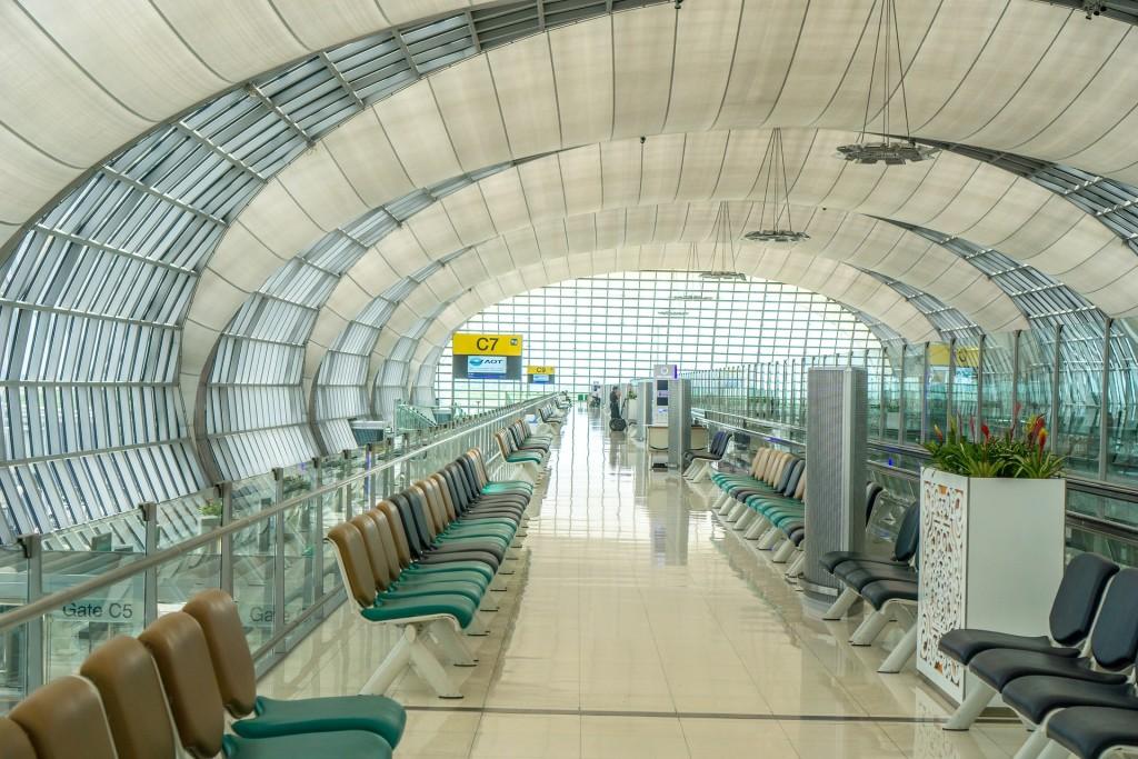 airport-1659008_1920