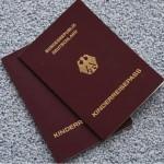 Kolorowe okładki na paszporcie – co oznaczają?